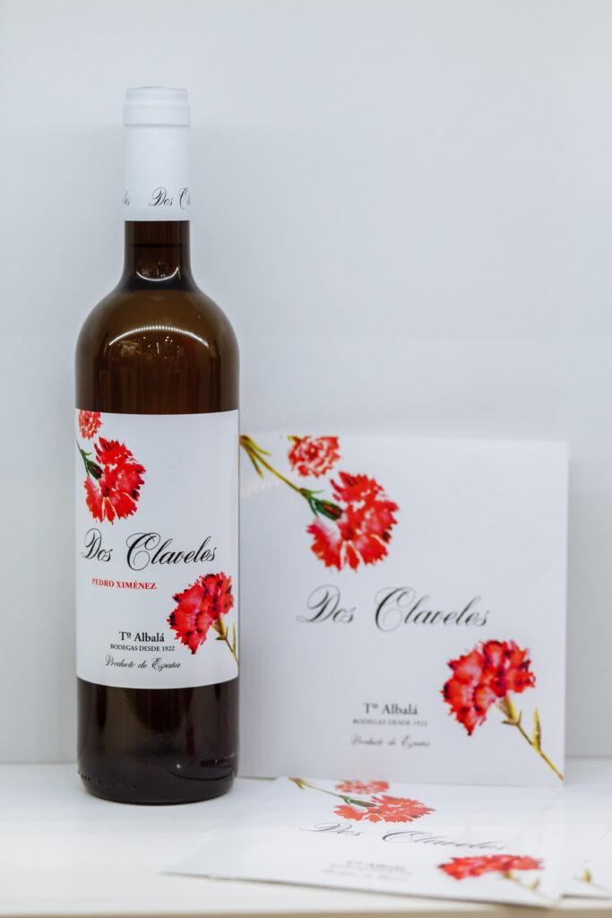 Белое полусухое вино из Педро Хименеса Dos claveles от Toro Albala